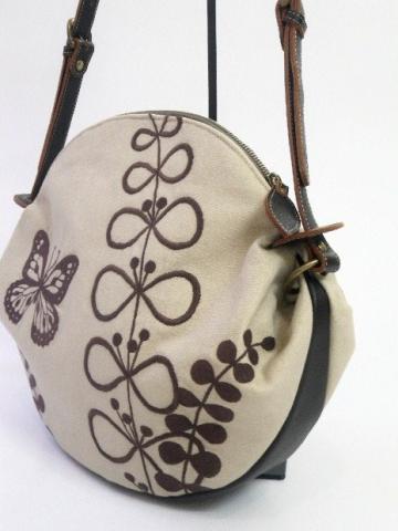 『蝶と草花刺繍』ショルダーバッグ