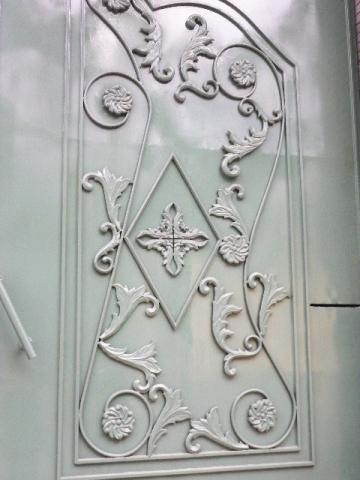 門/植物のレリーフinホーチミン