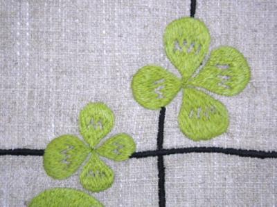黄緑のクローバー刺繍
