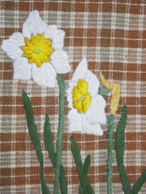 手刺繍の水仙