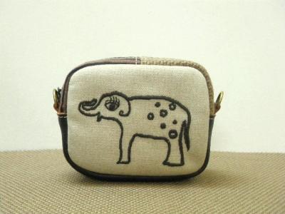 象の刺繍・小さいポーチ