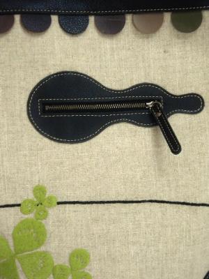 きりん刺繍、革ショルダーバッグ