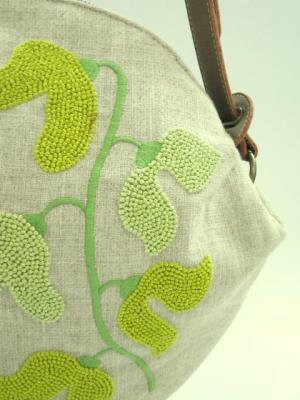 フレンチノットの花刺繍