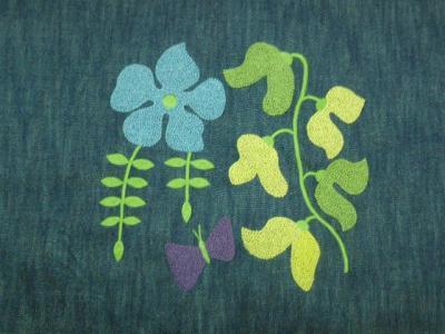 フレンチノットの花の刺繍