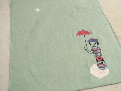 傘をさしたこけし
