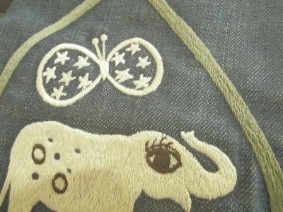 刺繍バッグ、象と蝶