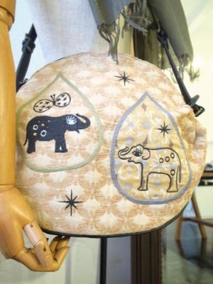 象の刺繍バッグ