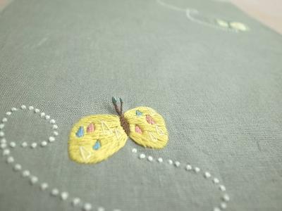 チョウチョの刺繍
