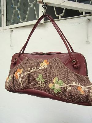 シメジの花刺繍・ハンドバッグ