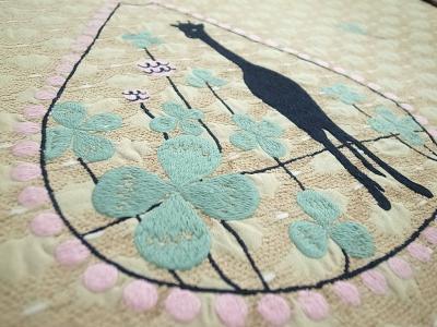 キリンとクローバー刺繍