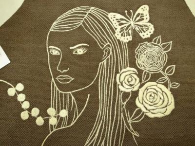 ↑『振り向く女』刺繍