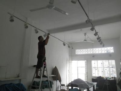 ベトナムで電気の修理