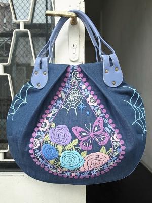丸底トートバッグ・綺麗な花には棘がある刺繍