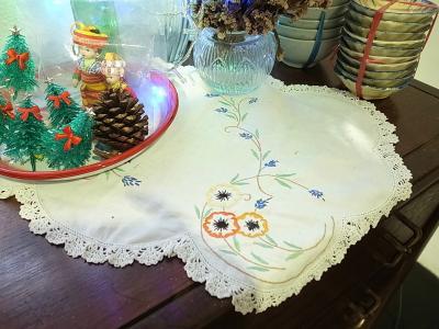 アンティーク刺繍の敷物