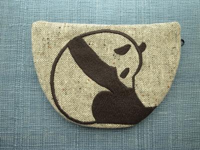 下向きパンダ刺繍