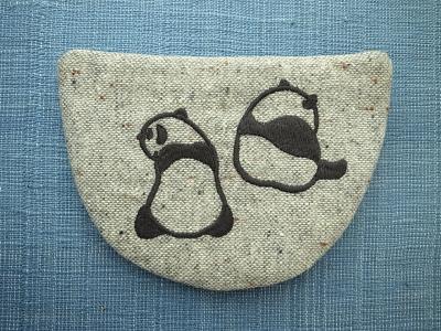 後ろ向きパンダ刺繍