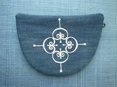 アイアンの紋様刺繍
