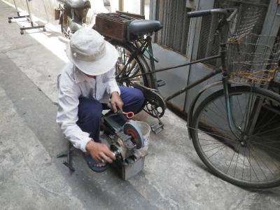 ベトナムのハサミ研ぎ
