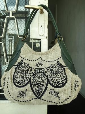 グラニーバッグ・レース刺繍