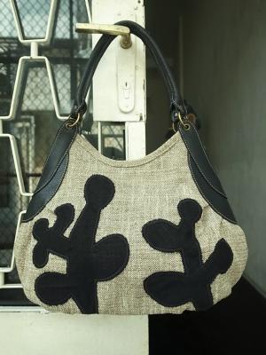 「サボテンの木」刺繍。