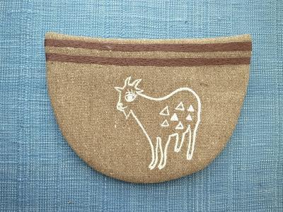 刺繍、山羊