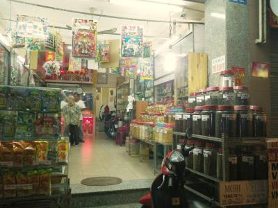 ベトナムの駄菓子屋