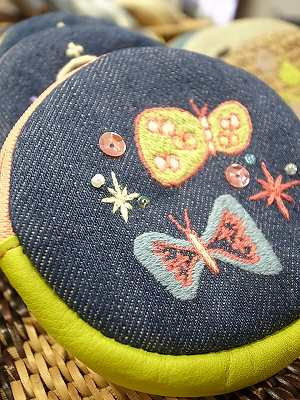 ピンクな蝶刺繍