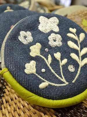 北欧の花刺繍