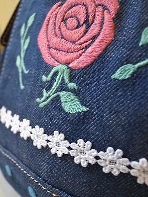 『カルピスとバラ刺繍』