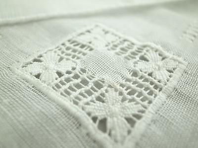 ドロンワーク刺繍