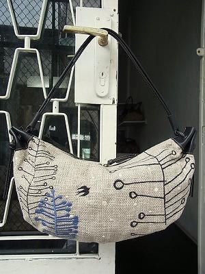 冬のツバメ刺繍