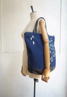 小雨刺繍のトートバッグ
