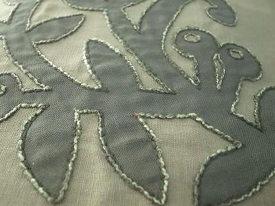 木のツル刺繍