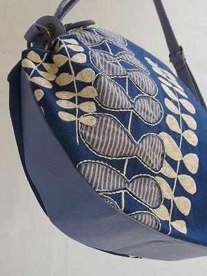 草むら刺繍ショルダーバッグ