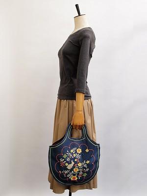 うさぎガーデン刺繍・ペタンコバッグ