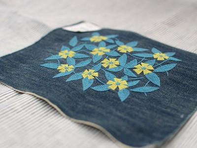 チェーンステッチで刺された刺繍の花