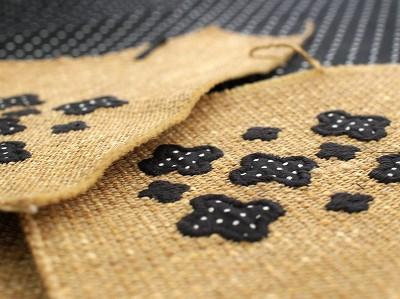 花のアップリケ刺繍