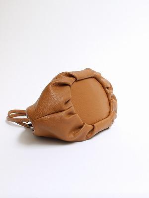 アーモンドバッグの茶革バッグ