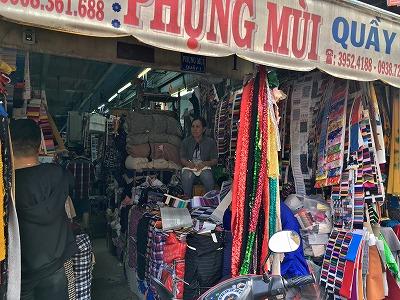 ベトナム・チョロンの布市場