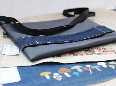 クラッチバッグのサンプルと刺繍
