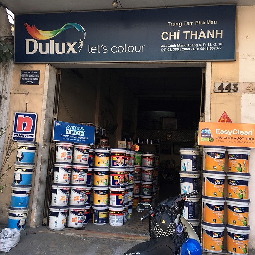 ベトナムでペンキを塗る