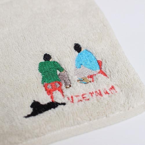 『サイゴンチェアSAIGON CHAIR』のタオルハンカチ、題名『路上カフェ』