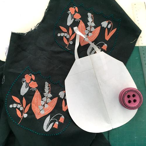 すずらん刺繍