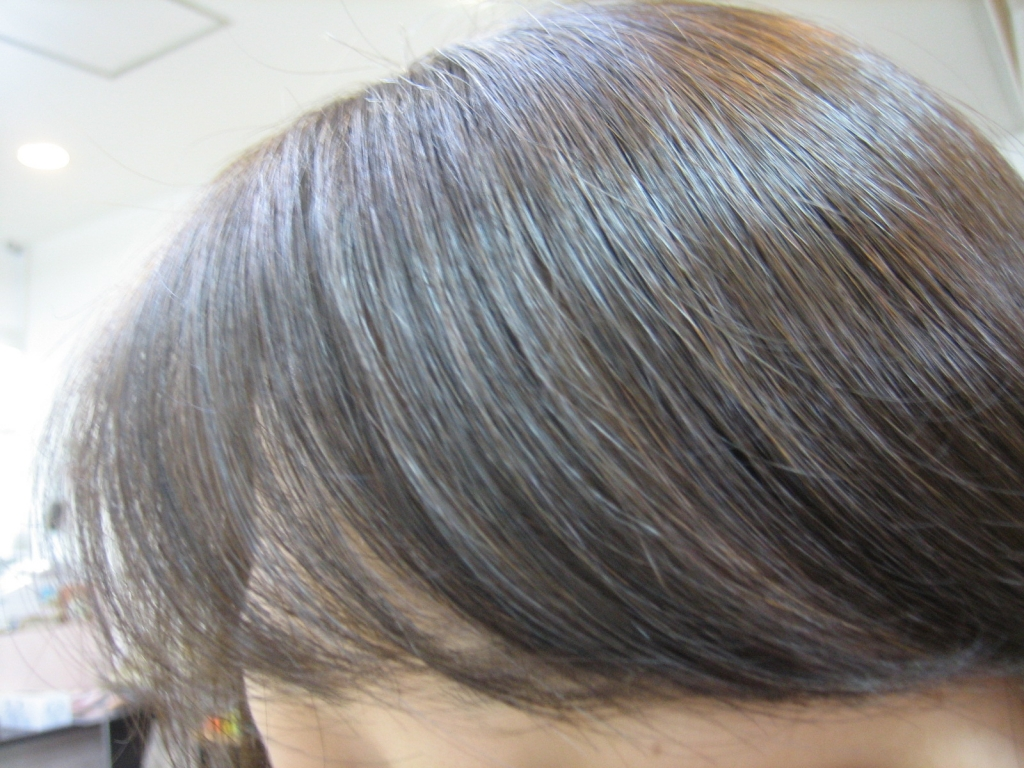 前髪を増やして髪のボリュームをUP