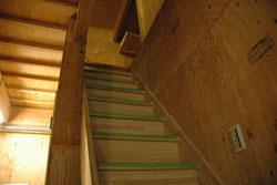 鶴橋岩山海の1〜2階の階段