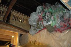 鶴橋岩山海の2階の内装�