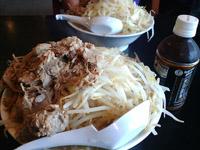 麺とび六方の麺大盛り 肉W 野菜盛り盛り 比較対象図