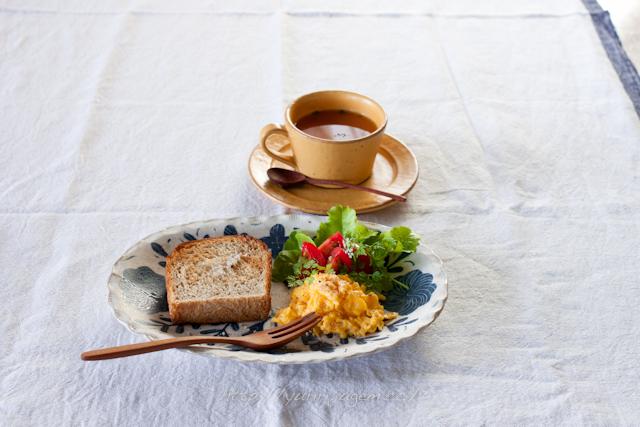 20120516 全粒粉入り山食で朝ご飯.jpg