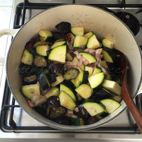 20150815夏野菜と豆の煮込み-2.jpg