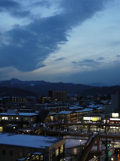 大雪後の河辺駅日没